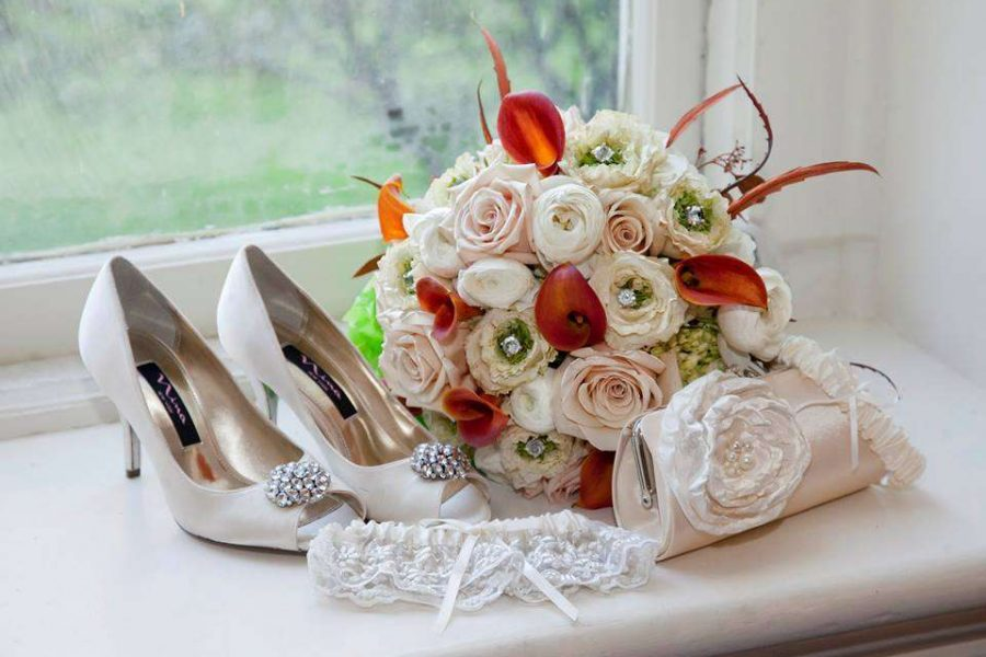 roses and cala lilies bouquet