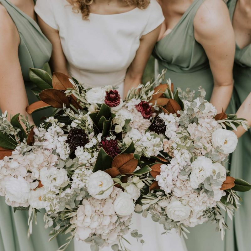 bride bridesmaids bouquets