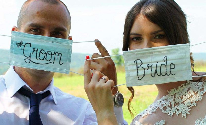 Bride and Groom with facemasks